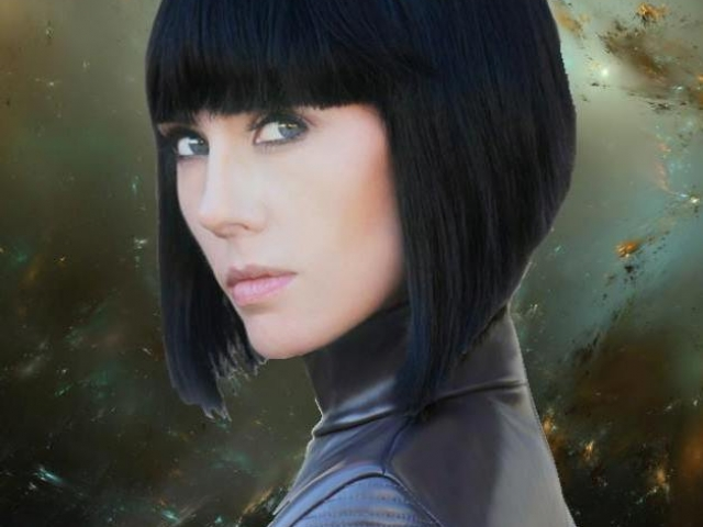 Adrienne Wilkinson as Lt. Ara Eris, Nobility